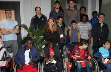 Accueil de basketeurs américains et des enfants de l'IEM en mairie