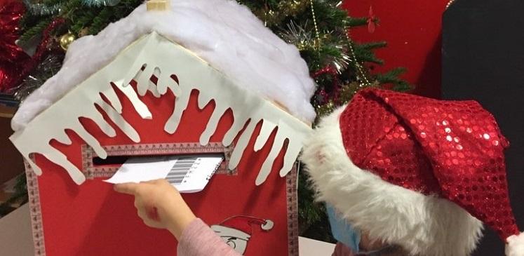 Une boite aux lettres pour le Père Noël et la réponse du père Noël !